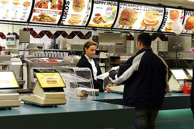 McDonald's będzie walczył z klientami bez maseczek. Pracownicy wezwą policję
