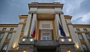 Kancelaria Prezesa Rady Ministrów czy Sejmu to dobre miejsca pracy