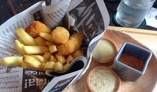 Ryba z frytkami to jedno z najbardziej znanych dań w Wielkiej Brytanii
