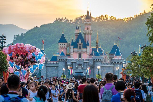 Internauci w odpowiedzi opowiadali swoje doświadczenia w parku rozrywki Walta Disneya.