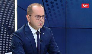 """""""To niedopuszczalne i obrzydliwe!"""". Kontrowersyjne głosowanie europosłów PiS w PE. Michał Szczerba oburzony"""