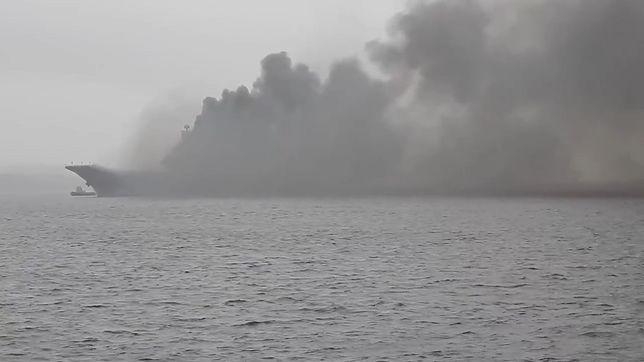 Rosja. Pożar statku Admirał Kuzniecow. Trwają poszukiwania zaginionej osoby [Zobacz wideo]