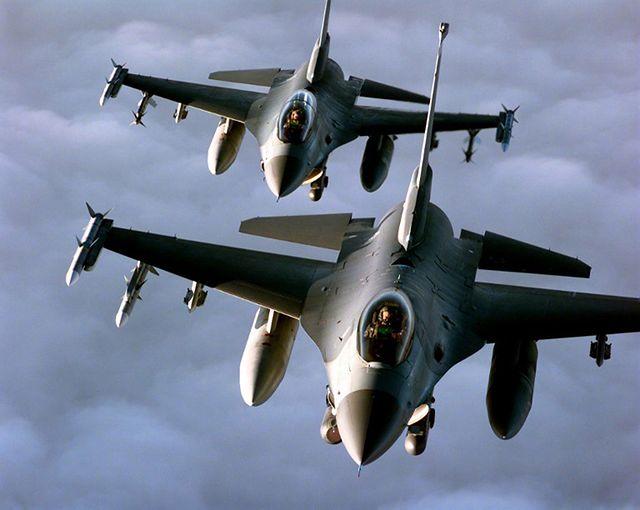 Miażdżące bombardowania, dziesiątki samolotów - zdjęcia