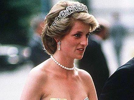 Wieczorowa suknia księżnej Diany wylicytowana za 102 tysiące funtów