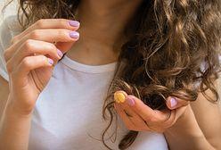 Kosmetyki do włosów kręconych – szampony, odżywki, pianki