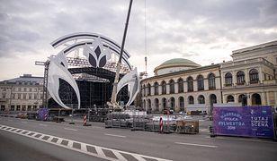 Sylwester 2019 w Warszawie. Trwa budowa sceny na Placu Bankowym. Kto wystąpi? Będą fajerwerki?