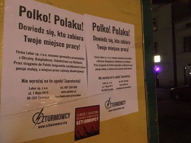 Plakaty, które zawisły w Żyrardowie