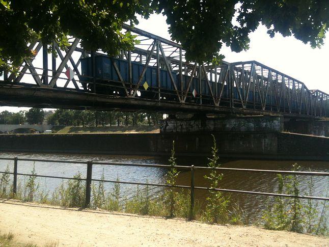 Szczerze zdziwiłem, się że tym mostem nadal jeżdżą pociągi