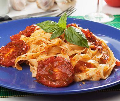 Klasyczny sos pomidorowy. Jak go zrobić?