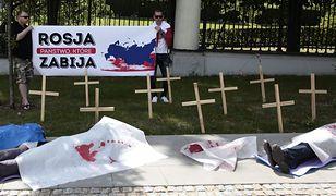 Krzyże i trumny przed ambasadą Rosji [ZDJĘCIA]