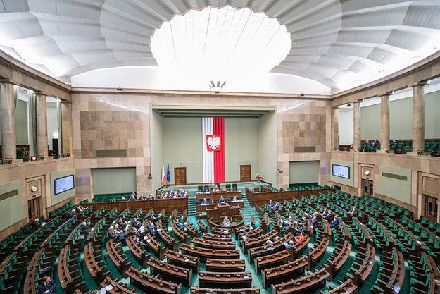 SLD chce skrócić kadencję Sejmu. Rzeczniczka rządu: państwo działa normalnie