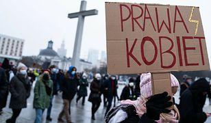 Sondaż. Coraz więcej Polaków opowiada się za prawem do aborcji