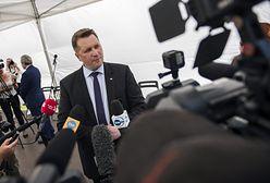 """""""Minister Czarnek to szkodnik"""". Podpisują wniosek"""