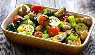 O walorach zdrowotnych tego dania nie musimy nikogo przekonywać. Posiłek składający się z różnego rodzaju warzyw, będzie pyszną bombą witaminową.