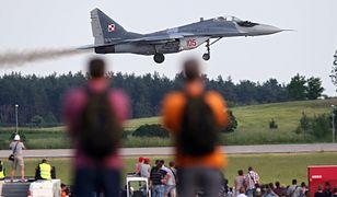 """Problem w siłach powietrznych. Mamy trzy sprawne MiG-i, a wojskowi piloci stracili """"prawa jazdy"""""""