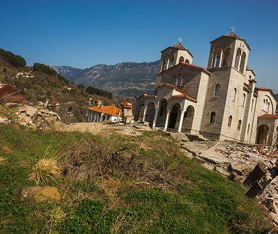 Miejscowość-widmo w Grecji. Mieszkańcy musieli z niej uciekać w 2012 r.