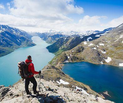 Podróże - czynią ludzi szczęśliwymi, ale mogą stać się nałogiem