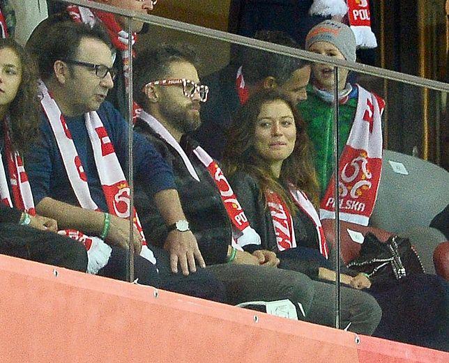 Maciej Zakościelny z dziewczyną na meczu reprezentacji Polski