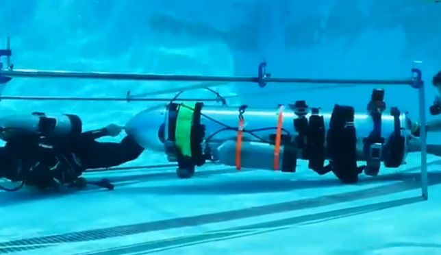 Tajlandia. Elon Musk testuje miniaturową łódź dla chłopców uwięzionych w jaskini