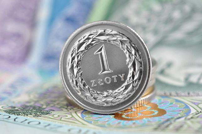 Jeśli gospodarka ma się dobrze, polityka schodzi na dalszy plan - tak analitycy komentują brak negatywnej reakcji na środową decyzję Brukseli w sprawie Polski