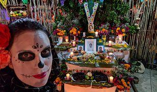 Podczas Święta Zmarłych ustawiane są ołtarzyki na cześć nieżyjących bliskich