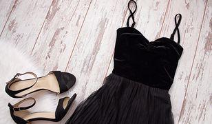Kto nie lubi małej czarnej? Klasyczna, elegancka i niedroga sukienka dla każdej kobiety