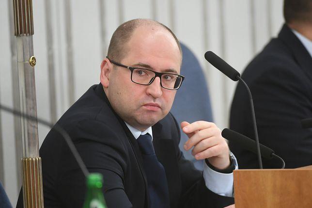 """Adam Bielan wyjawia: """"mamy porozumienie w sprawie 85 procent kształtu reformy sądownictwa""""."""