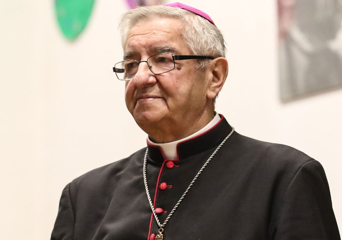 Arcybiskup Leszek Głódź z zakazami. Decyzja Watykanu także ws. biskupa Janiaka