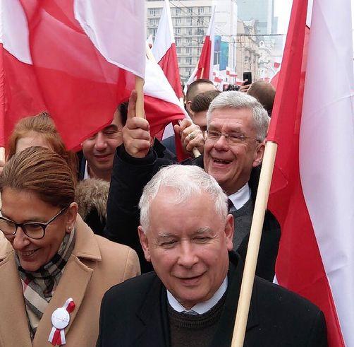 Stanisław Karczewski zameldował się na marszu za pośrednictwem mediów społecznościowych