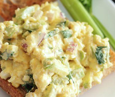 Pasta jajeczna. Sposób na szybkie śniadanie