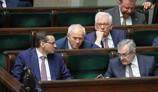 Rząd zwleka z odpowiedzią na ok. 700 interpelacji