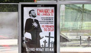 Sprawa plakatów Łukasza Szumowskiego. Stołeczna policja zatrzymała kobietę
