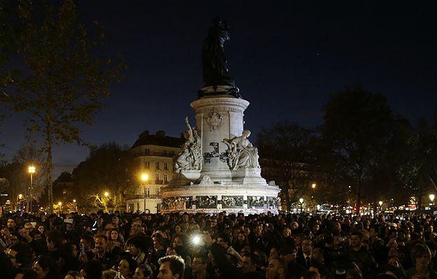 Atak paniki na placu Republiki w Paryżu. Słychać było wystrzały petard