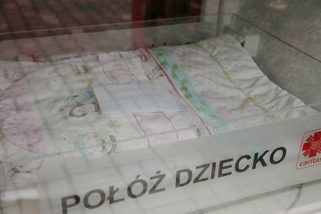 W Polsce działa już 60 tzw. okien życia. Pozostawiono w nich ok. 90 dzieci
