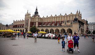 """Będzie mniejszy chaos na Rynku Głównym? Zaczyna się """"sprzątanie"""" w centrum Krakowa"""