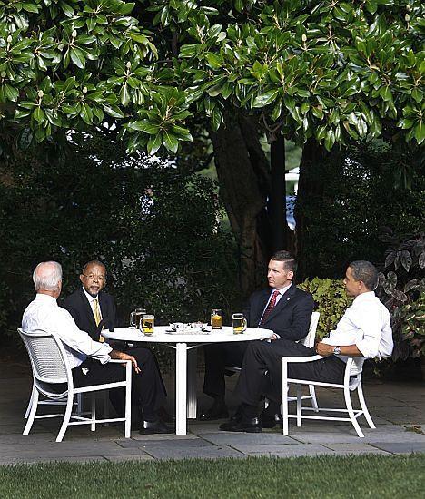 Spotkanie przy piwie w Białym Domu