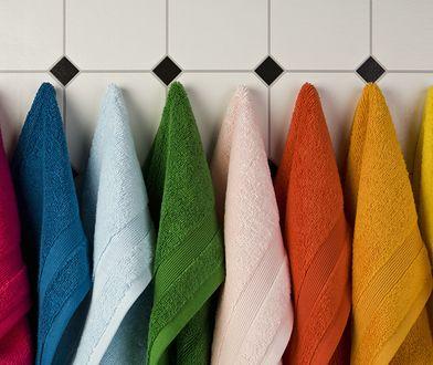 Skuteczne sposoby, aby ręczniki były dłużej miękkie i ładnie pachniały