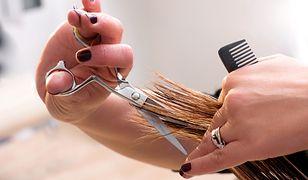 Jak samodzielnie ostrzyc włosy? O takim widoku możemy na razie zapomnieć