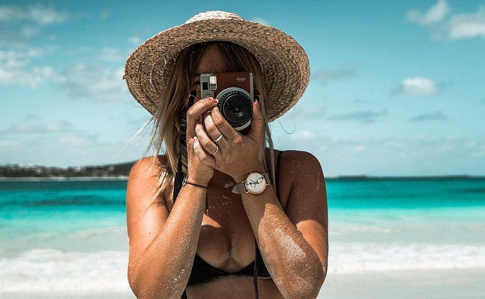 Śliczna blogerka wie, jak przykuć uwagę. Jej fotki zachwycają