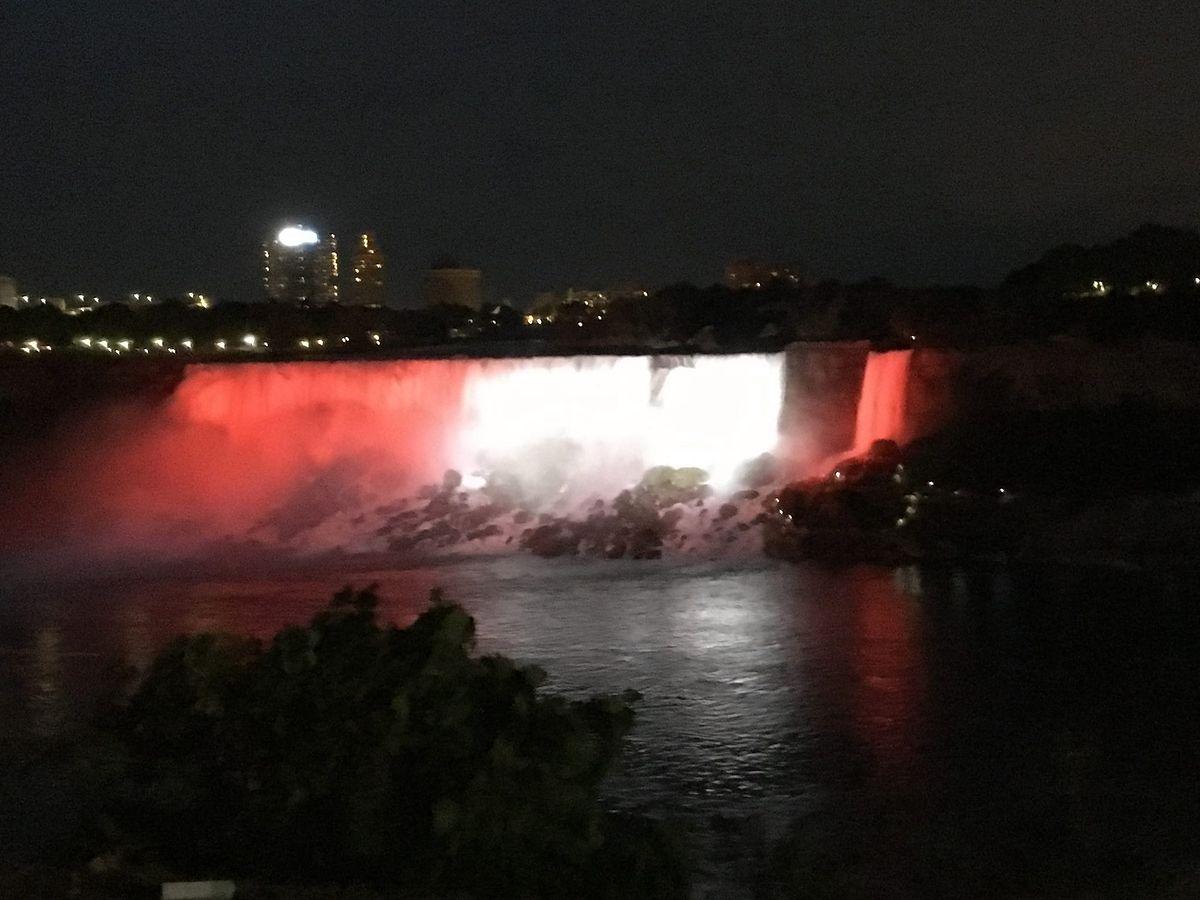 Wodospad Niagara w polskich barwach. Specjalne oświetlenie z okazji 100. rocznicy odzyskania niepodległości