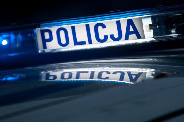 Policja zatrzymała mężczyznę, który postrzelił kobietę jadącą autem. To myśliwy