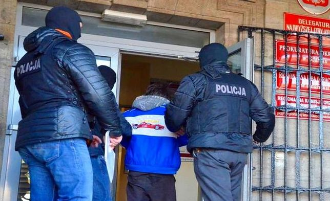 """Pomorska policja rozbiła grupę pedofilską. """"Policjanci weszli jednocześnie do 18 mieszkań"""""""