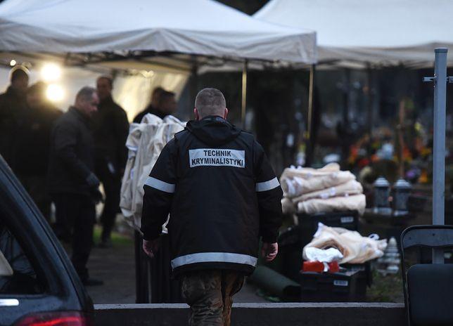 """Szczątki kilku ofiar w jednej trumnie. Ekspert: """"Zupełnie mnie to nie zaskakuje"""""""