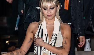 Miley Cyrus zaliczyła wpadkę. Wszystko przez zbyt luźny top