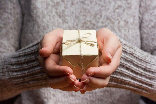 Piękny i pamiątkowy prezent – jak dobrze wybrać?