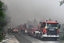 """Pożar składowiska opon w Trzebini. Podpalacze zatrzymani, ich tłumaczenia szokują. """"Dla zabawy, żeby coś się działo"""""""