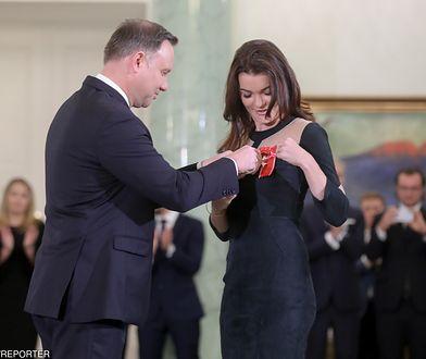 Agnieszka Radwańska przyjęła odznaczenie z rąk prezydenta. Niezręczna sytuacja