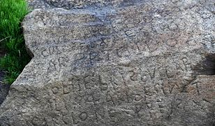 Skała znajduje się w północno-zachodniej Francji w wiosce Plougastel-Daoulas