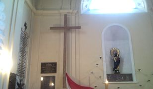 Krzyż, który stał przed Pałacem Prezydenckim, a obecnie znajduje się w kościele św. Anny, trafi na plac Piłsudskiego