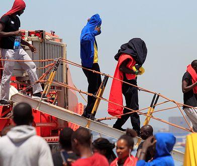 Uchodźcy przybywają teraz do Niemiec najczęściej właśnie przez szlak hiszpański. Część dopływa łodziami do Hiszpanii sama, inni są ratowani na morzu przez służby
